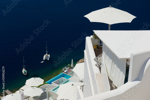 In de dag Groene koraal Architecture of island of Santorini, the most romantic island in the world, Greece. Hotels in Santorini. Walking the streets of Fira summer day, Travel to Greece. Beautiful white exterior Santorini