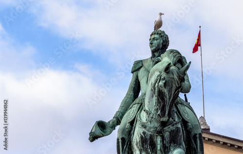 Photo  Bird on statue, Oslo