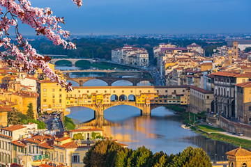 Panel Szklany Miasta Ponte Vecchio over Arno river in Florence at spring, Italy