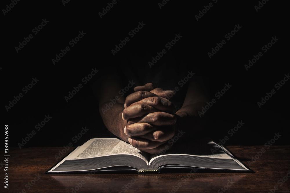 Fototapety, obrazy: Praying in the dark