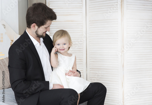 Fotobehang womenART Little girl with young father