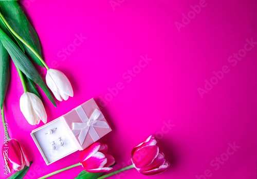 Box with a present with tulips on purple background - 140031059