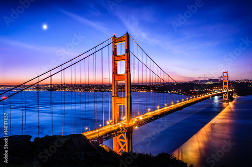 Canvastavla  Golden Gate Bridge, San Francisco at sunrise, USA