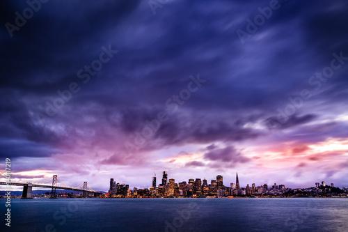 Foto op Plexiglas Antwerpen Night view of San Francisco skyline and Bay Bridge
