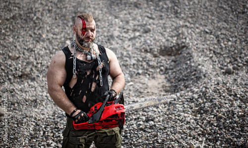 man with a red chainsaw is attacking Fototapet