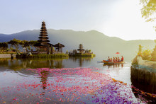 Beratan Lake In Bali Indonesia,  6 March 2017 : Balinese Villagers Participating In Traditional Religious Hindu Procession In Ulun Danu Temple Beratan Lake In Bali Indonesia