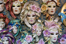 Maschere Decorative Veneziane In Esposizione