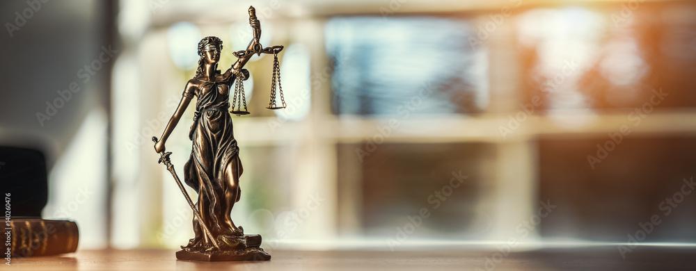 Fototapeta Justitia Figur - Personifikation der Gerechtigkeit