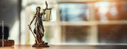 Fotografie, Obraz  Justitia Figur - Personifikation der Gerechtigkeit
