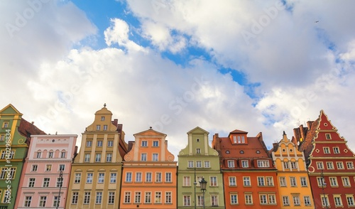 Photo Stands colorful houses on historic market square in Wroclaw, Poland