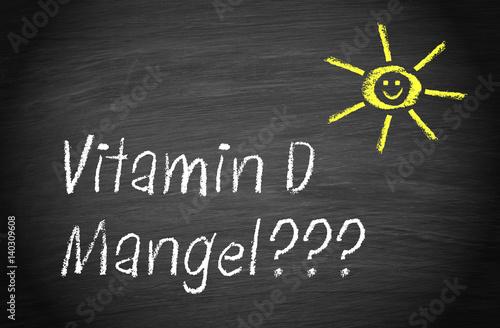 Photo Vitamin D Mangel - lachende Sonne mit Text auf Kreidetafel