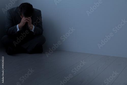 Photo  絶望したビジネスマン、中年男性