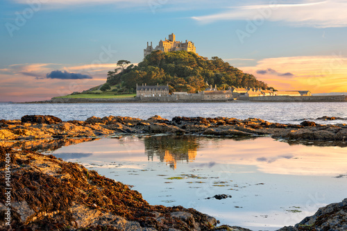 Foto auf Leinwand Rosa dunkel St Michael's Mount in Cornwall