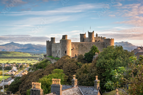 Deurstickers Kasteel Harlech Castle at sunrise