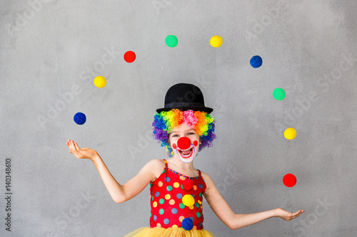 Photo  Funny kid clown playing indoor