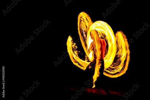 Carta da parati kung fu man in Fire Show Darkness night on the beach