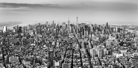 Panel Szklany Nowy York Aerial view of New York City midtown skyline in black and white