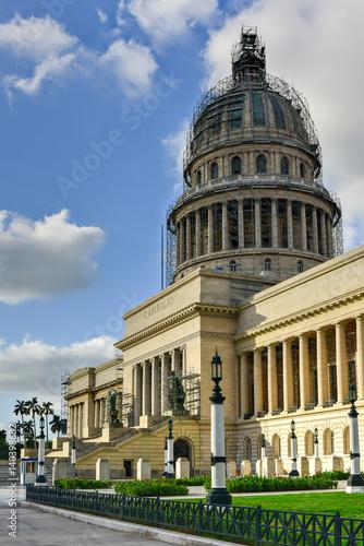 Fotobehang Cubaanse oldtimers National Capital Building - Havana, Cuba