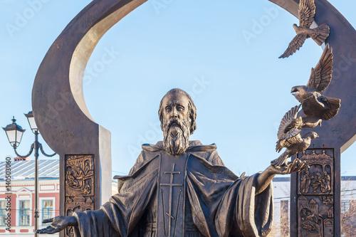 Poster Monument Памятник Сергию Радонежскому с голубями в Нижнем Новгороде