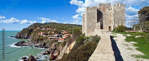 Plakat Talamone, panoramiczny widok z Rocca Aldobrandesca - Tuscany, Włochy