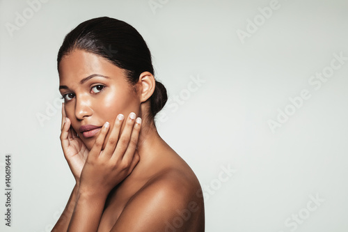 Cuadros en Lienzo  Female model with clean and healthy skin