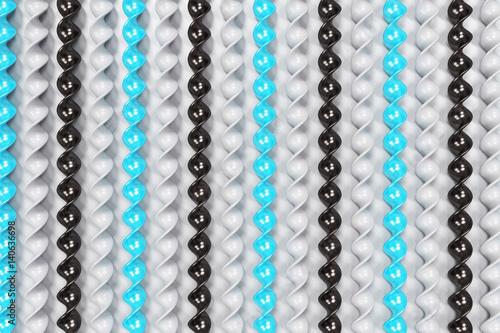 symetrycznie-ulozone-blekitne-biale-i-czarne-spirale
