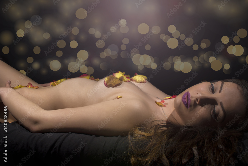 Fototapety, obrazy: Sexy female body covered with yellow rose petals
