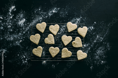 Tuinposter Koekjes High angle view of heart shaped cookies arranged on metal grate in kitchen