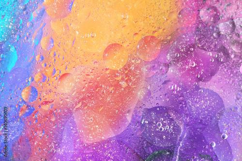 kolorowe-tlo-z-babelkami-w-fioletowy-pomaranczowy-i-niebieski