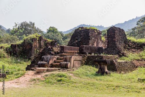 Fotografia  My Son Sanctuary in Central Vietnam, ruin of the temple in the My Son complex