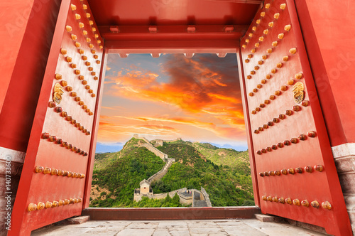 Muraille de Chine majestic Great Wall of China at sunset