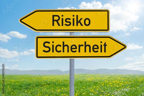 Fotografía  Pfeilwegweiser - Risiko oder Sicherheit