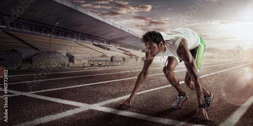 biegacz-w-zielonych-spodenkach-przygotowujacy-sie-do-startu
