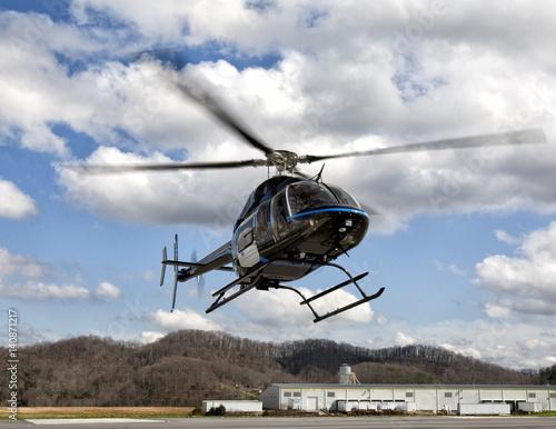 Türaufkleber Hubschrauber Helicopter near the ground