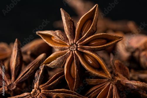 Photo Ingredients for oriental cuisine: ginger, anise stars, nutmeg, garlic, cardamon, red pepper, cinnamon