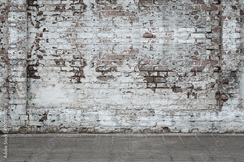 Foto op Plexiglas Wand Urban background, white ruined industrial brick wall whith copy space
