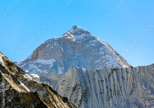 The view from the Chhukhung Ri on the fifth in the world in the height of mount Canvas-taulu
