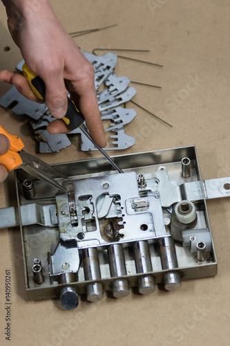 Fotografie, Obraz  The blacksmith that duplicates keys