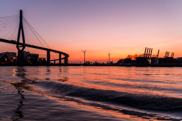Fototapeta na wymiar Köhlbrand Brücke Hamburg Sonnenuntergang