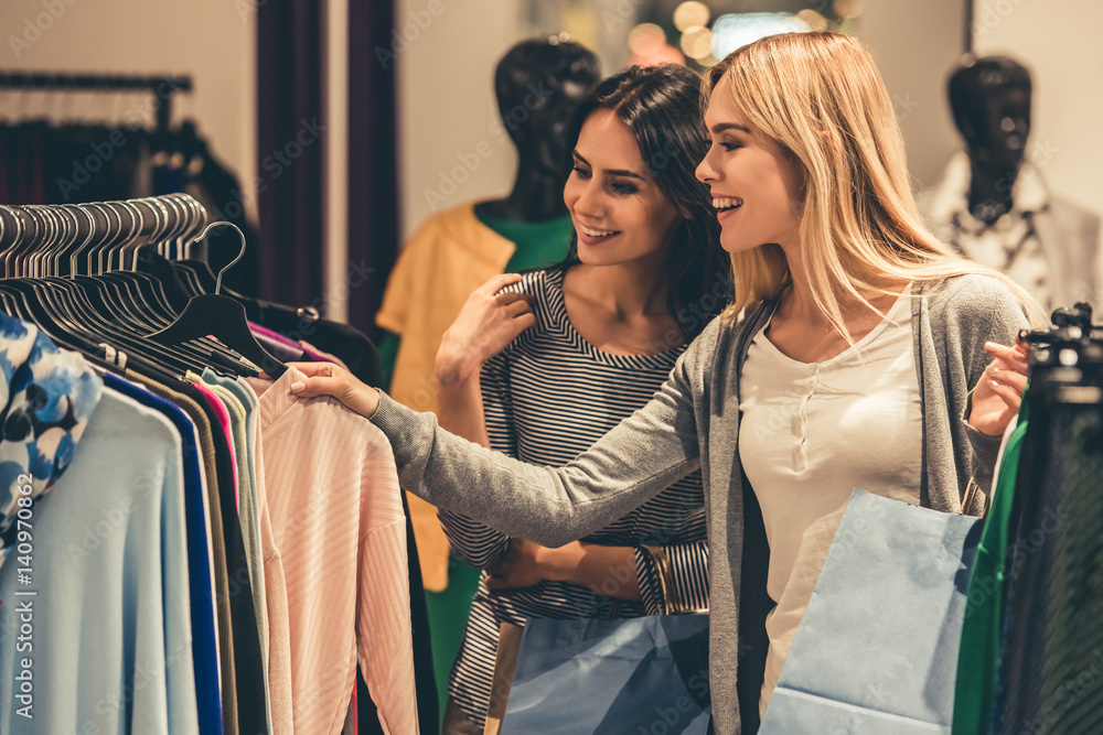 Fototapety, obrazy: Girls going shopping