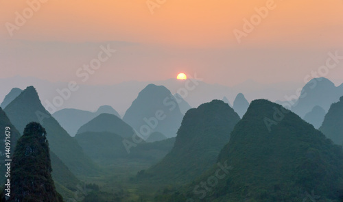 Foto op Aluminium Guilin Beautiful sunset. The view from the top of the Vine Mountains near Guilin - China