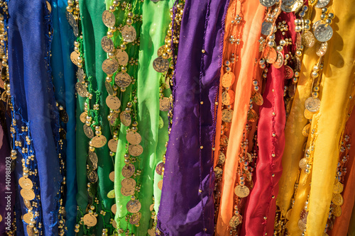 Photo  Traditional belly dancer skirt colorful vibrant background