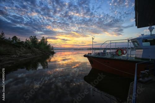 Fotobehang Natuur Park sunset over the river