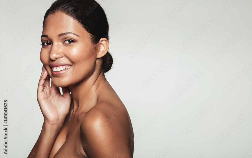 Fototapety, obrazy: Smiling woman with healthy skin