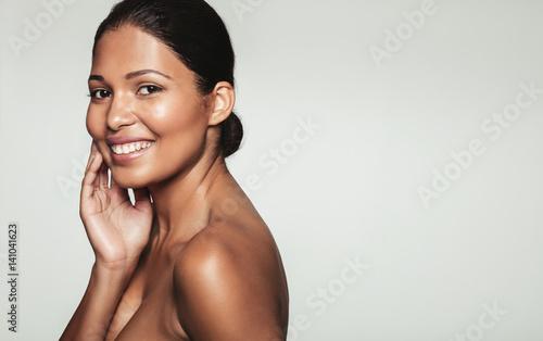 Obraz Smiling woman with healthy skin - fototapety do salonu