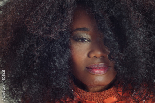 Jeune Femme Noire Avec Coiffure Afro Cheveux Boucles Style Vintage Seventies Buy This Stock Photo And Explore Similar Images At Adobe Stock Adobe Stock