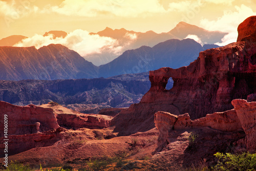 Photo sur Toile Canyon Red Mountain in the vicinity of the town of Cafayate. Province of Salta. Argentina