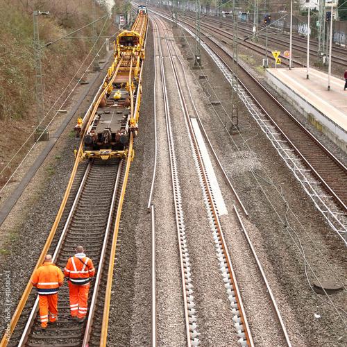 Foto op Canvas Spoorlijn Erneuerung von Bahngleisen
