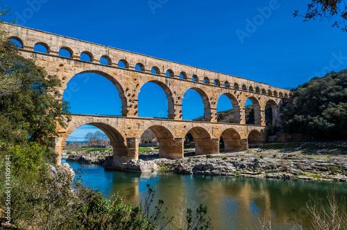 Papiers peints Con. ancienne Pont du Gard, France.