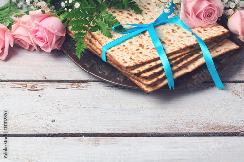 Fotografie, Obraz  Jewish holiday Passover Pesah background with  matzoh and rose flowers